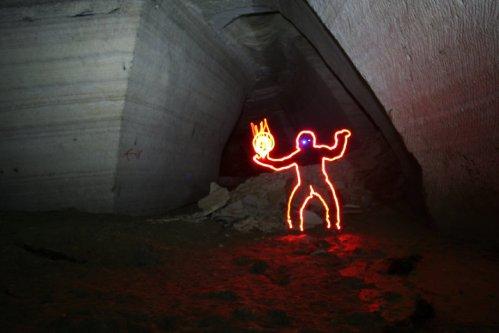 Le monstre des cavernes en light painting