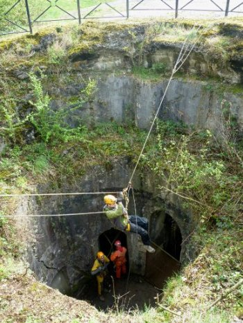 barchon parcours speleo - puits exterieur